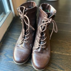 Guess boots